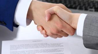 Адвокат бывшей супруги топ-менеджера фонда крупнейшей в России газовой компании добился подписания выгодного для нее мирового соглашения в споре о детях.